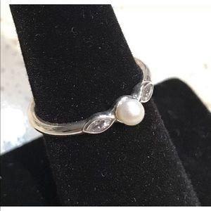 Pandora Petite Luminous Leaves Pearl Ring #190964P